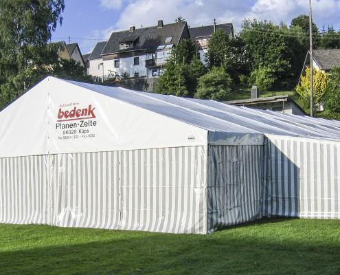 Große Zelte von bedenk